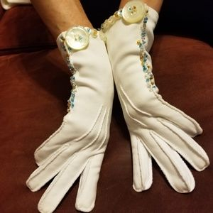 WHITE HAND STITCHED VINTAGE GLOVES W/BEADS SIZE S